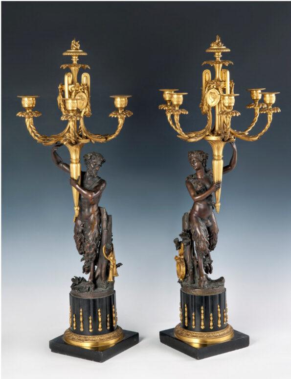 Coppia di candelieri in bronzo dorato e brunito