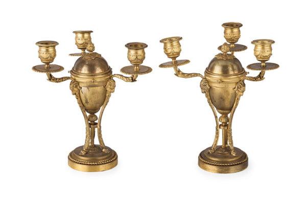 Coppia di candelabri in bronzo dorato