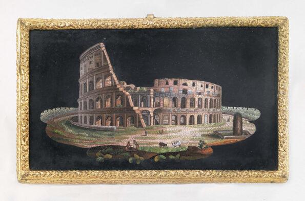 Micromosaico raffigurante il Colosseo entro cornice in bronzo dorato