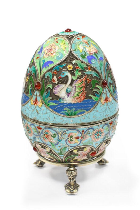 Uovo in argento e smalti