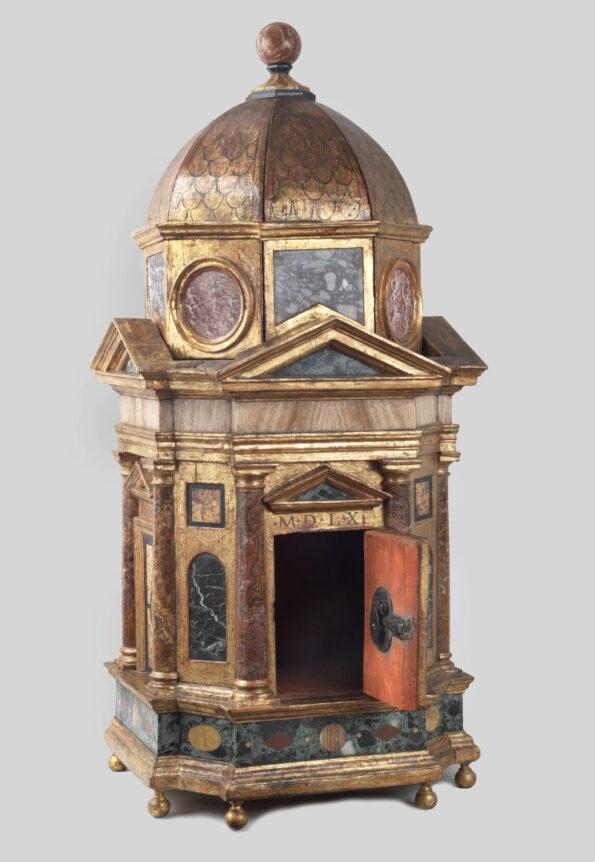 Tempio in legno e marmi policromi datato 1561